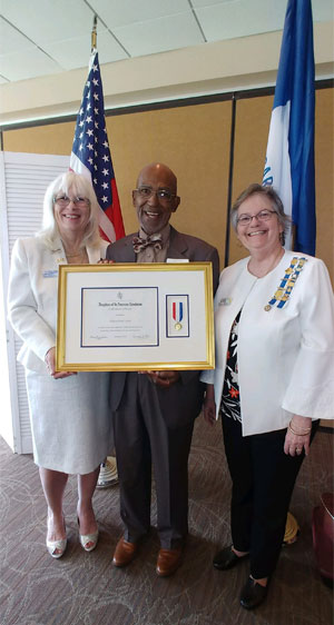 Clifton Lewis receiving the Daughters of the American Revolution Award